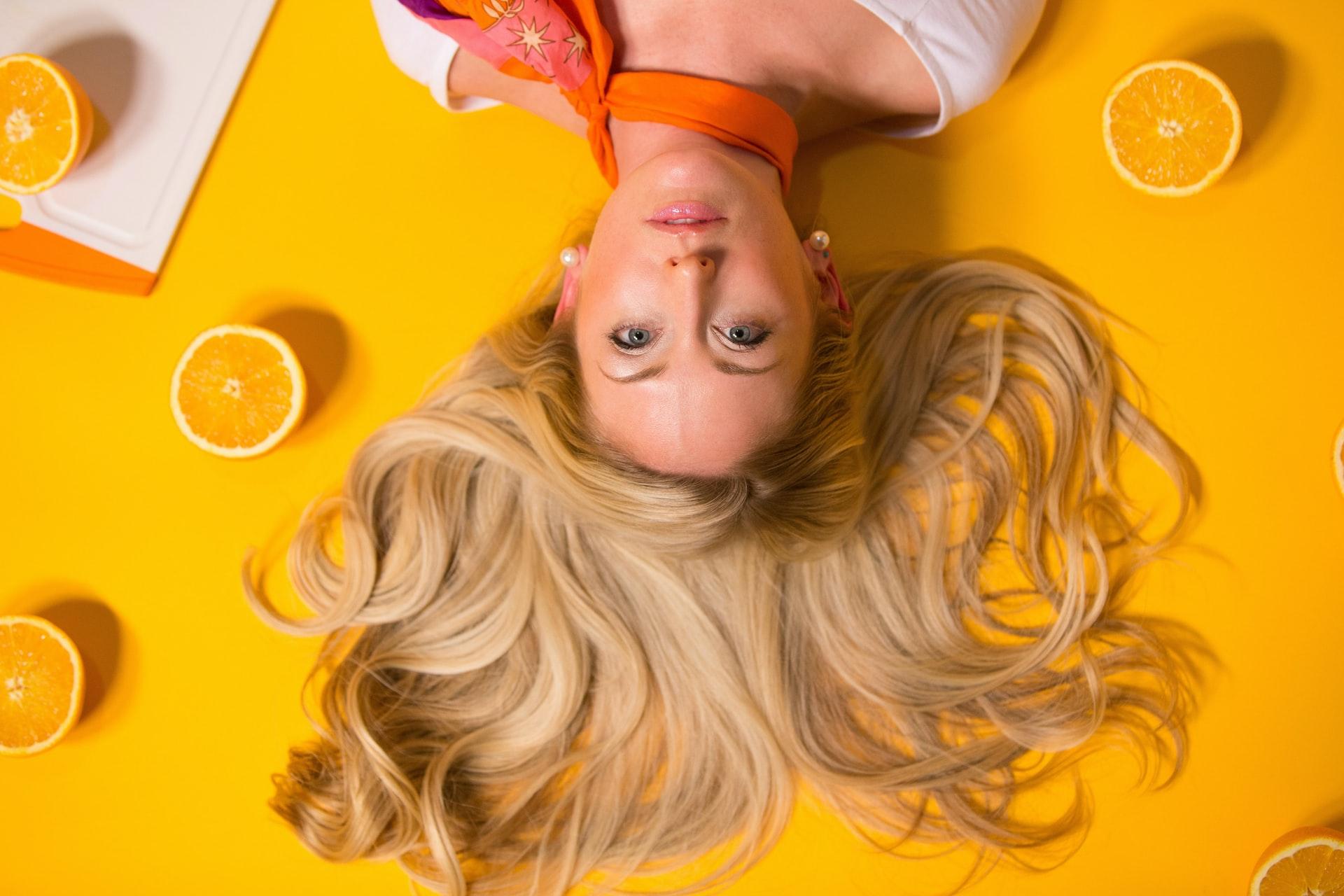pielęgnacja zniszczonych i przesuszonych włosów